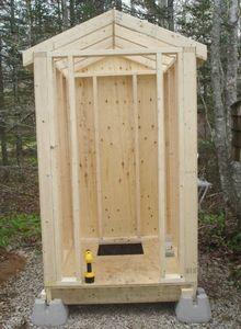 Фанера: сооружаем туалет на дачном участке