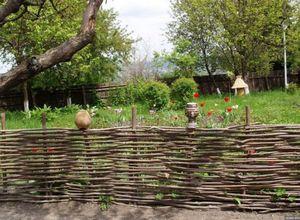 Плетеный забор как элемент ландшафтного дизайна