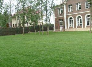Стрижка газонов. полосатый газон