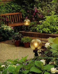 Виды садовых светильников и их роль в ландшафтном дизайне